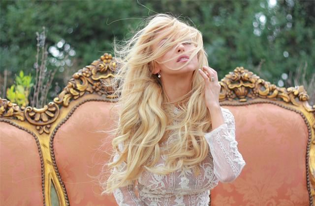 Andreea Balan, criticata ca si-a luat fiicele in vacanta din Mauritus!